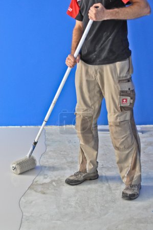 Leveling screed application
