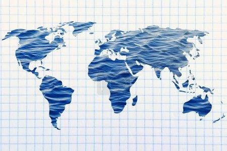 Photo pour Concept d'économie d'eau et de protection de l'environnement : carte surréaliste du monde avec motif de mer à l'intérieur des continents - image libre de droit