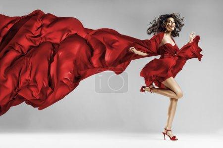 Photo pour Femme en robe avec des volants tissu en agitant - image libre de droit