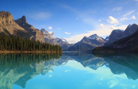 Photo pour Lac Maligne natioanal de Jasper park, Alberta, Canada - image libre de droit