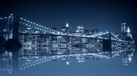 Photo pour Night view of Manhattan. New York City. - image libre de droit