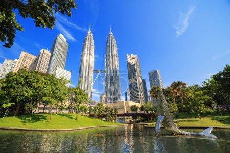 Photo pour KLCC park near Petronas towers in Kuala Lumpur - image libre de droit