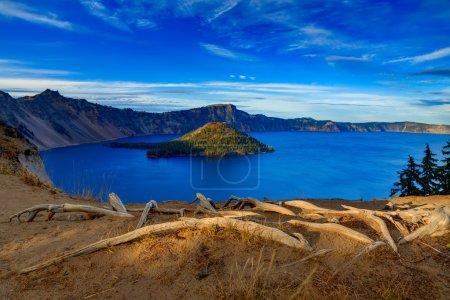 Photo pour Crater Lake National Park à l'automne, Oregon, Usa - image libre de droit