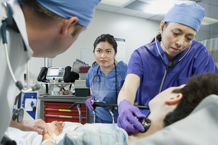 Patient and doctors in the emergency room