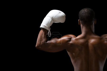 Photo pour Vue arrière d'un boxeur noir - image libre de droit