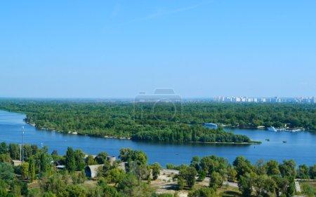 прекрасный вид на Киев реки Днепр и Труханов остров