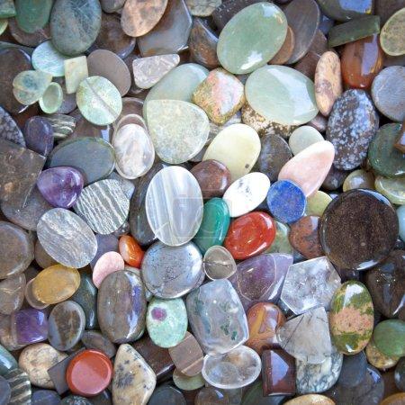 Photo pour Fond de galets de pierres multicolores - image libre de droit