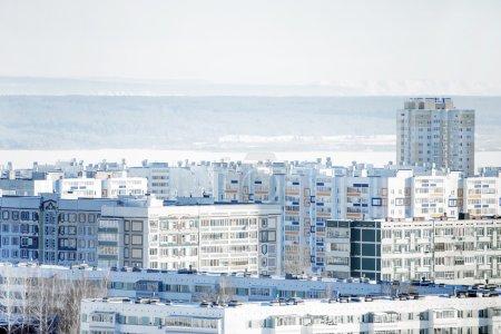 Photo pour Vue de la ville d'en haut, heure d'hiver et de la neige - image libre de droit