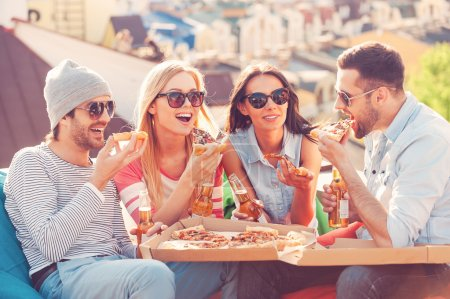 People eating pizza and drinking beer