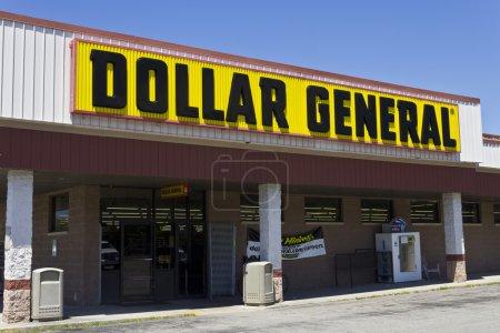 Photo pour Indianapolis - Vers juin 2016 : Dollar General Retail Location. Dollar General est un détaillant à rabais pour petites boîtes IV - image libre de droit