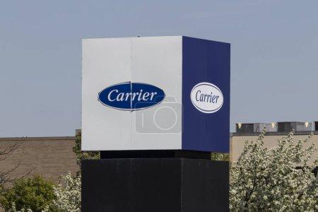 Photo pour Indianapolis - Circa avril 2021 : Emplacement du service commercial Carrier Global. Carrier Global a été séparé de United Technologies Corp. - image libre de droit