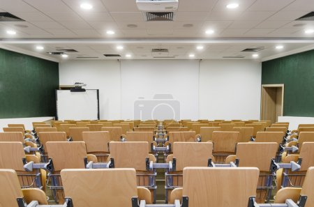 Photo pour Modern Lecture Hall. Theater seating in a college auditorium - image libre de droit