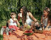 Roztomilý šťastná rodina