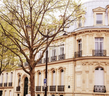 houses on french streets of Paris