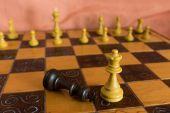 Fotografoval na šachovnici