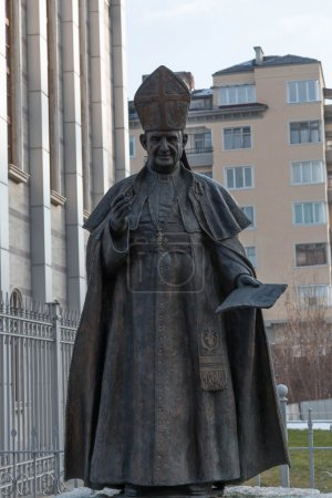 Statue of Pope John XXIII in front the Cathedral o...