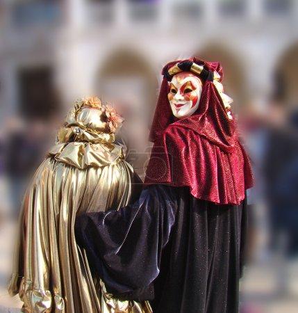 Photo pour Personnages en costumes colorés au carnaval de Venise - image libre de droit