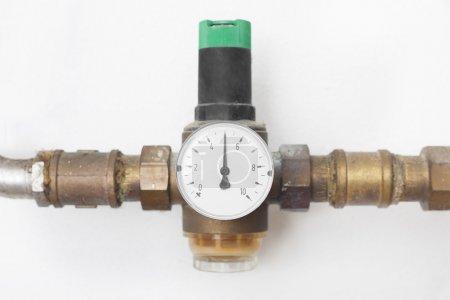 Photo pour Réducteur de pression de l'eau maison - image libre de droit