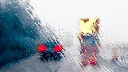 Photo pour Conduite par mauvais temps - chantier de construction d'autoroute - image libre de droit