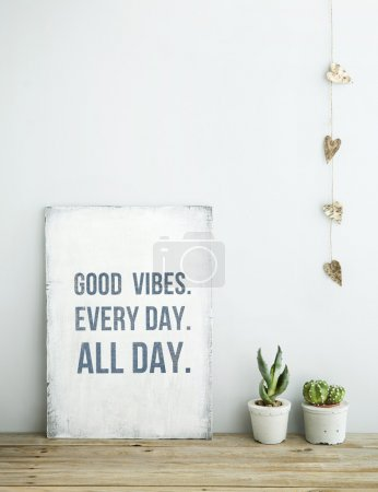 Photo pour Motivational inspirational poster quote GOOD VIBES. EVERY DAY. ALL DAY. Room decoration american or scandinavian style  with books, succulent in the pot and heart shaped garland. - image libre de droit