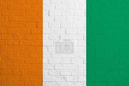 Photo pour Drapeau de Côte d'Ivoire Texture murale en brique du drapeau du C te d'Ivoire. - image libre de droit