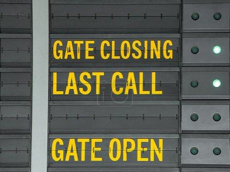 Fermeture, message ouvert et dernier appel porte sur aéroport informat