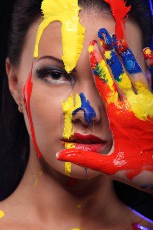 Photo pour Portrait d'une femme peint conceptuel corps atelier d'art - image libre de droit