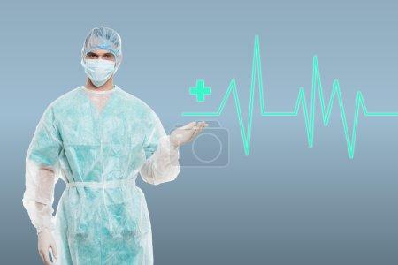 Photo pour Portrait d'un chirurgien ambitieux sur fond médical avec ligne ecg - image libre de droit