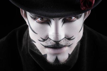 Photo pour Bel homme maquillé, ressemble à un chat . - image libre de droit