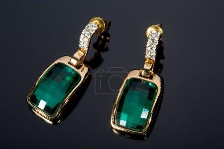 les boucles d'oreilles diamants verts poire