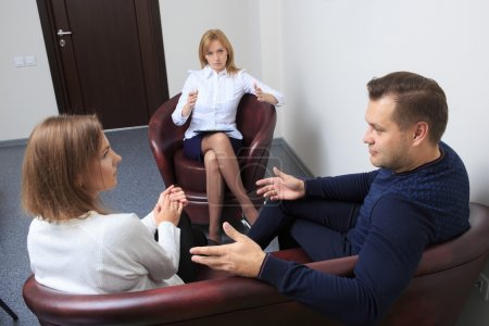 couple with problem on reception for family psychologist