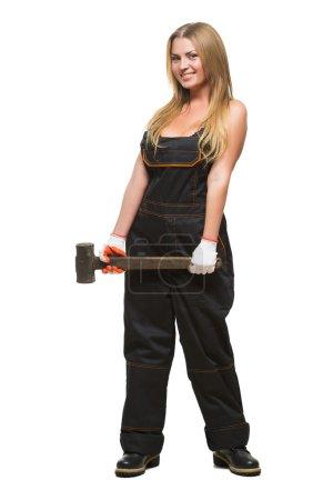 Photo pour Jeune fille sexy en combinaison avec un marteau à la main - image libre de droit
