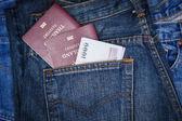 Thajsko cestovní pas a peníze v kapse džíny denim