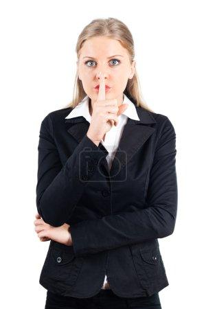 Photo pour Portrait de femme d'affaires jeune avec le doigt sur les lèvres, c'est un secret - image libre de droit