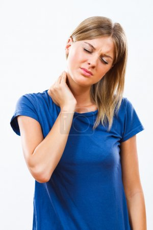 Photo pour Jeune femme est d'avoir la cervicalgie. toucher le cou blessé à la main - image libre de droit