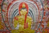 Nástěnné malby a sochy Buddhy v Dambulle jeskyně Golden Temple