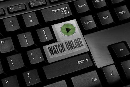 Photo pour Clavier ordinateur noir avec bouton regarder en ligne - image libre de droit