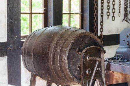 Producing a wooden barrel
