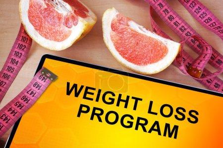 Photo pour Tablette avec programme de perte de poids. Notion de perte de poids. - image libre de droit