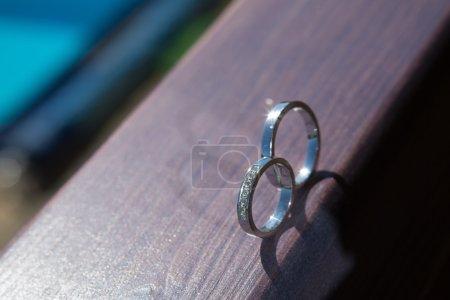 Foto de El conjunto de anillos de boda. cierre para arriba - Imagen libre de derechos