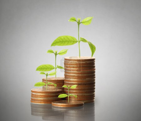 Photo pour Concept d'investissement, pièces de monnaie graphique boursier - image libre de droit