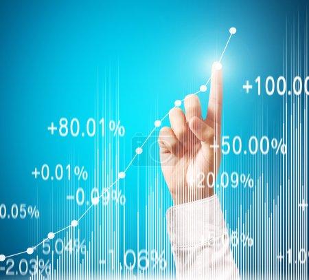 Photo pour Concept d'investissement, homme d'affaires avec des symboles financiers provenant de la main - image libre de droit