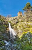 Vodopád  starověké kamenná věž v Castifao na Korsice