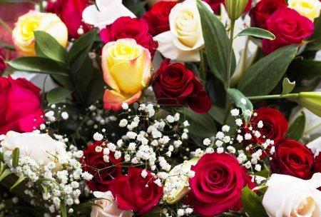 Photo pour Bouquet de belles roses multicolores - image libre de droit