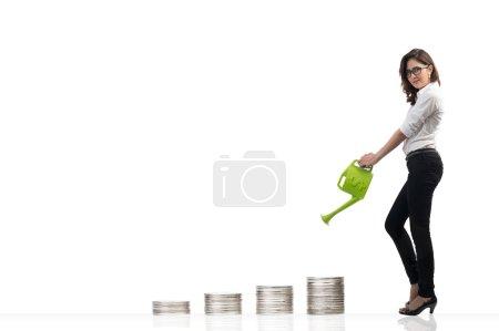 Photo pour Image femme d'affaires arrosant de l'argent, Concept de devise - image libre de droit