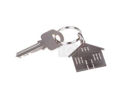 Photo pour Maison clé et porte-clés isolé sur blanc - image libre de droit