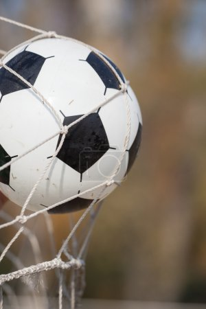 Photo pour Football, ballon de soccer en objectif net - image libre de droit