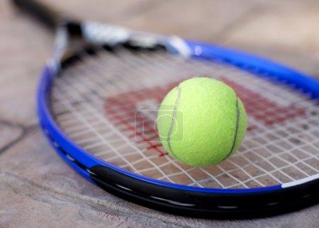 Tennis ball racket