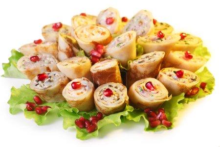 Photo pour Crêpes farcies salées (blini). Cuisine traditionnelle russe - image libre de droit