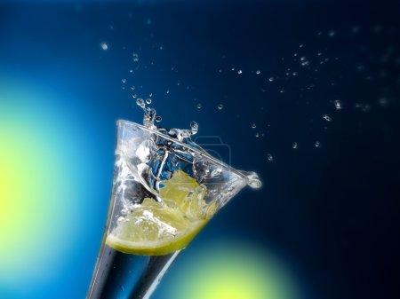 Photo pour Eau très claire froide dessine des formes liquides - image libre de droit
